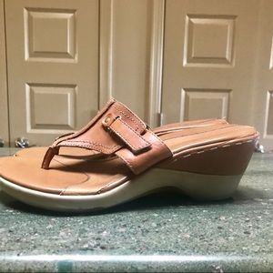 Hush Puppies leather sandals. 9.5
